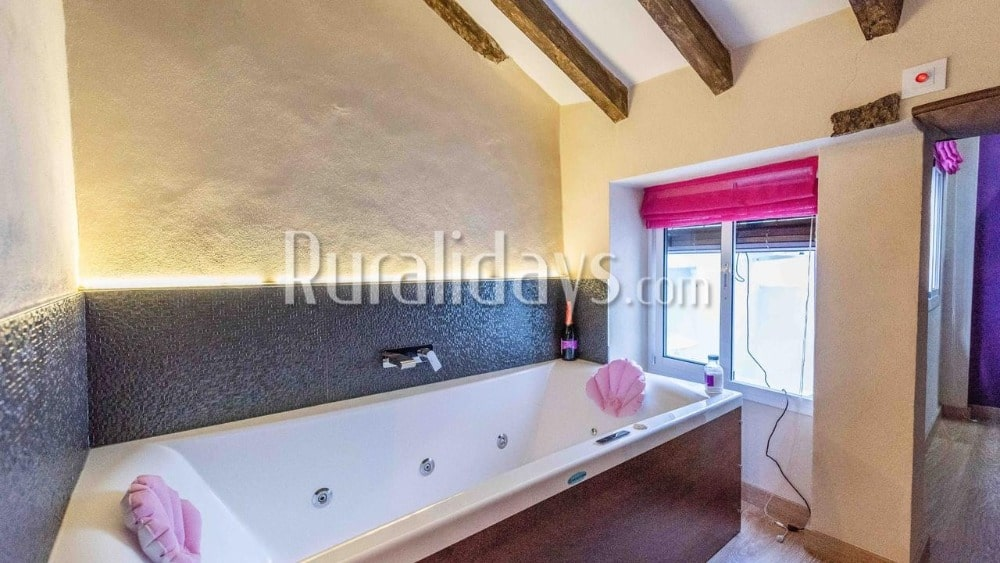 Modern apartment in Ubrique for Saint Valentine's Day - CAD2366