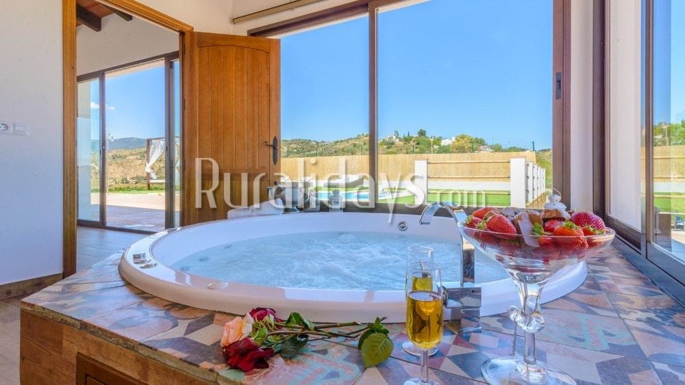 Villa para parejas con Jacuzzi interior para San Valentín en Villanueva de la Concepción - MAL2571