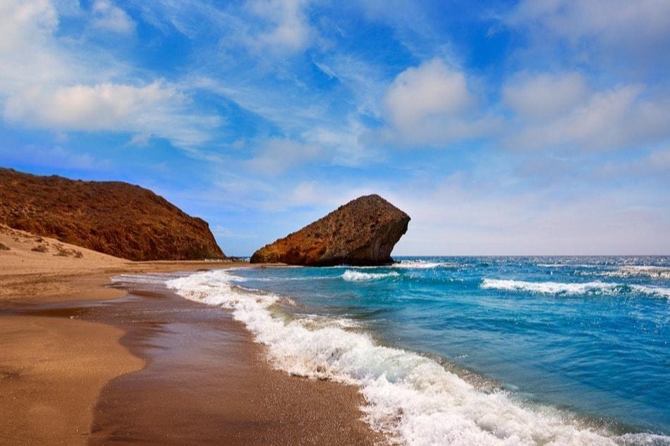 Cala nudista de Mónsul en Níjar (Almería)