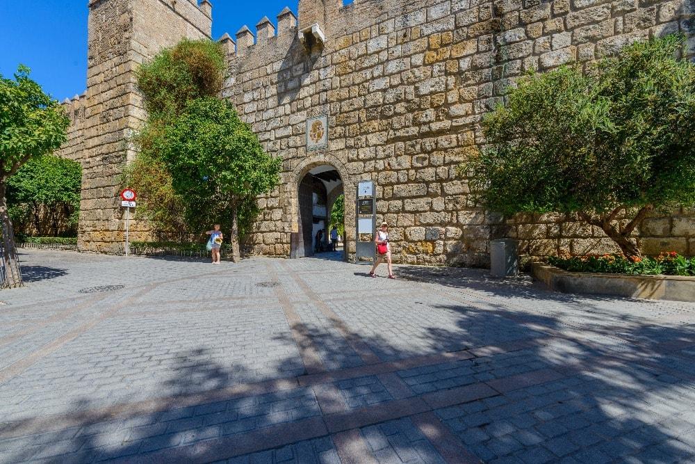 Der Eingang Puerta de Léon - Real Alcázar in Sevilla