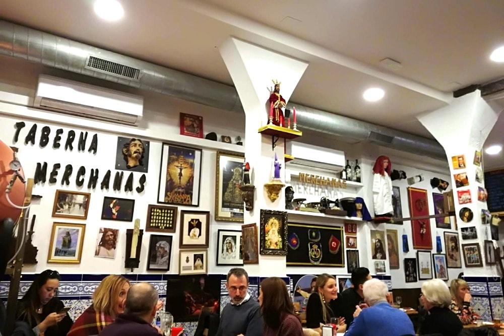 Innenraum des Las Merchanas in calle Andrés Pérez - Essen in Malaga in der Karwoche