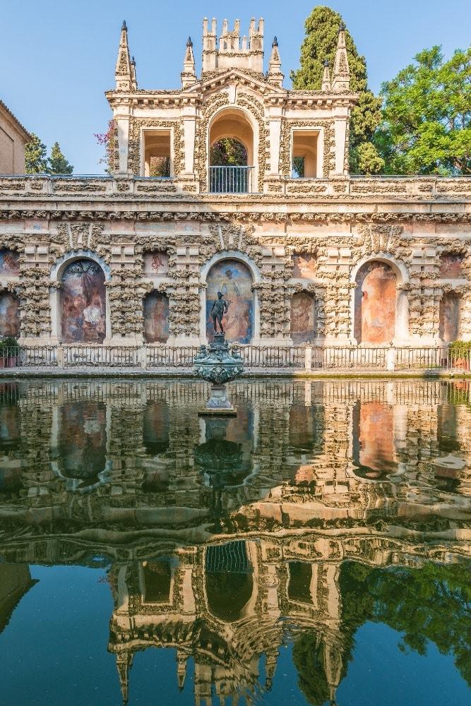 Uno de los lagos en el Real Alcázar de Sevilla