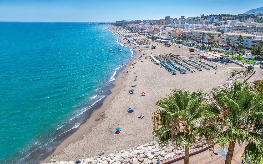 Strand van La Carihuela in Torremolinos (Malaga)