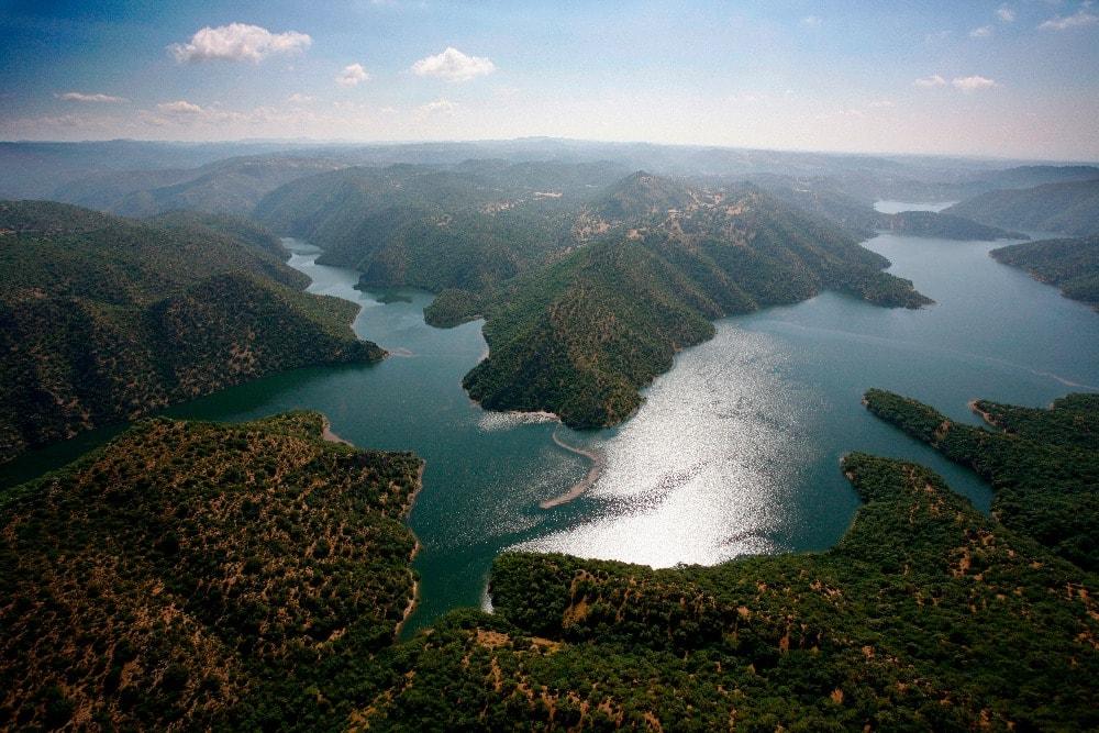 Barrage de la rivière Bembezar dans la Sierra de Hornachuelos