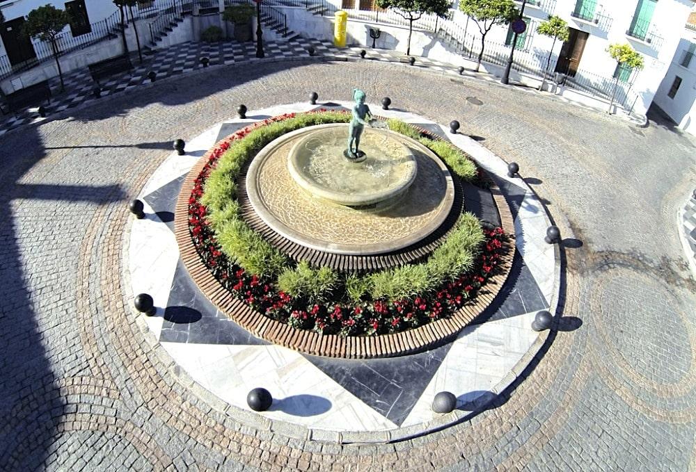 Niña de Benalmádena - Plaza de España en Benalmádena