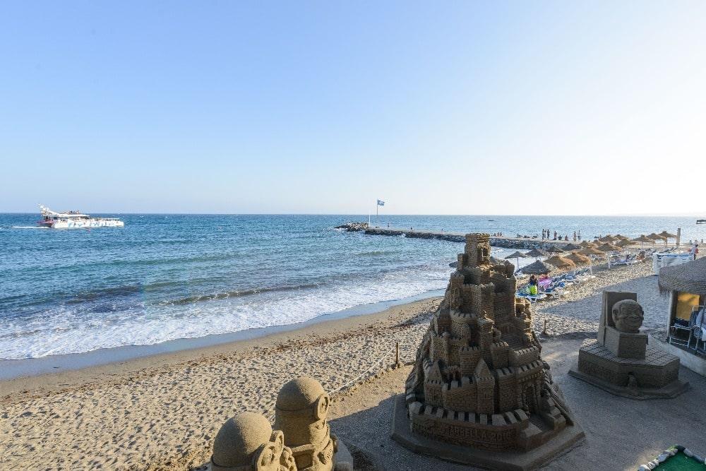 Plage urbaine à Marbella