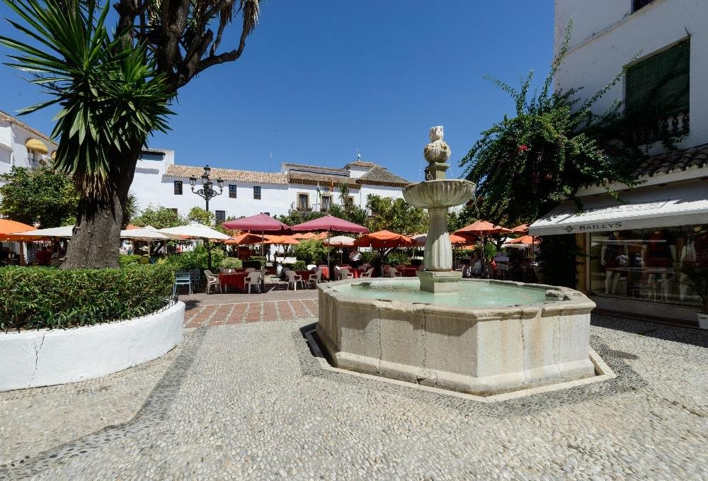 Plaza de los Naranjos en el casco antiguo de Marbella