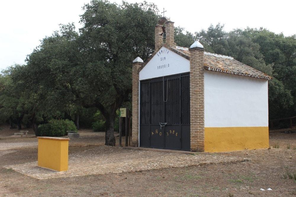 Ermita de San Abundio in Fuente del Valle -recreatiegebied in de Sierra de Hornachuelos - Rincones del Valle