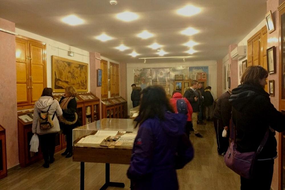 Hall Cervatina dans la bibliothèque publique à Órgiva