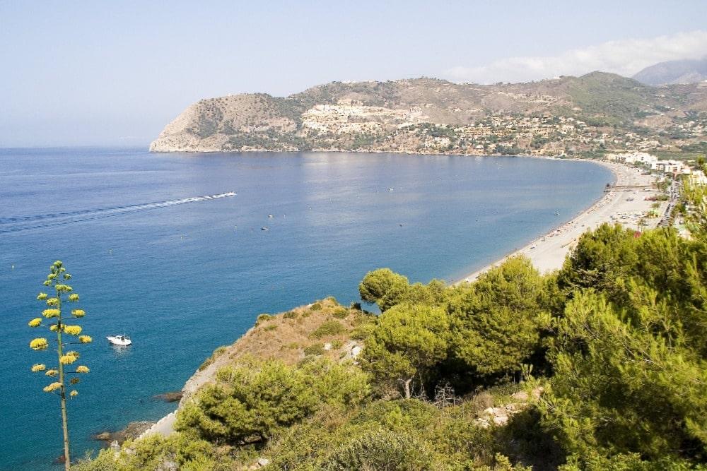 Vista panorámica de la playa de la Herradura