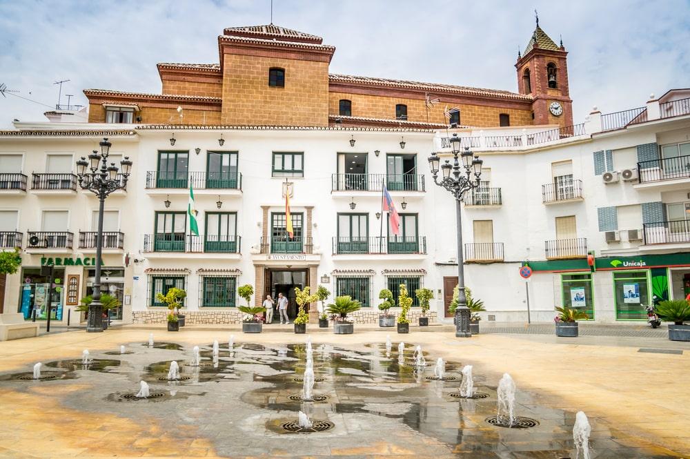 Plaza de la Constitución y Fuente de los Chorros en Torrox