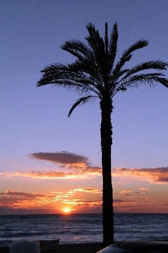 Puesta del sol en la playa de la Herradura, en Almuñécar
