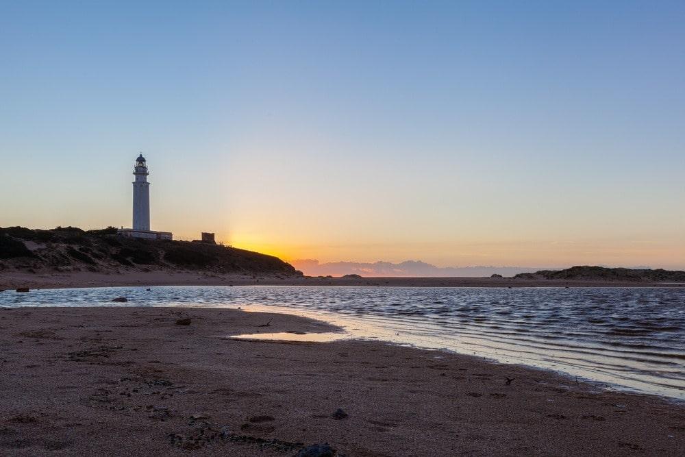 Playa del Faro de Trafalgar al atardecer