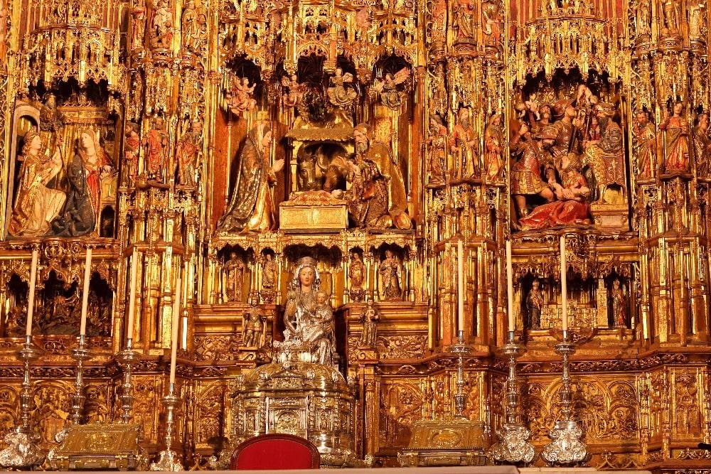 Altar de la capilla mayor en la catedral de Sevilla