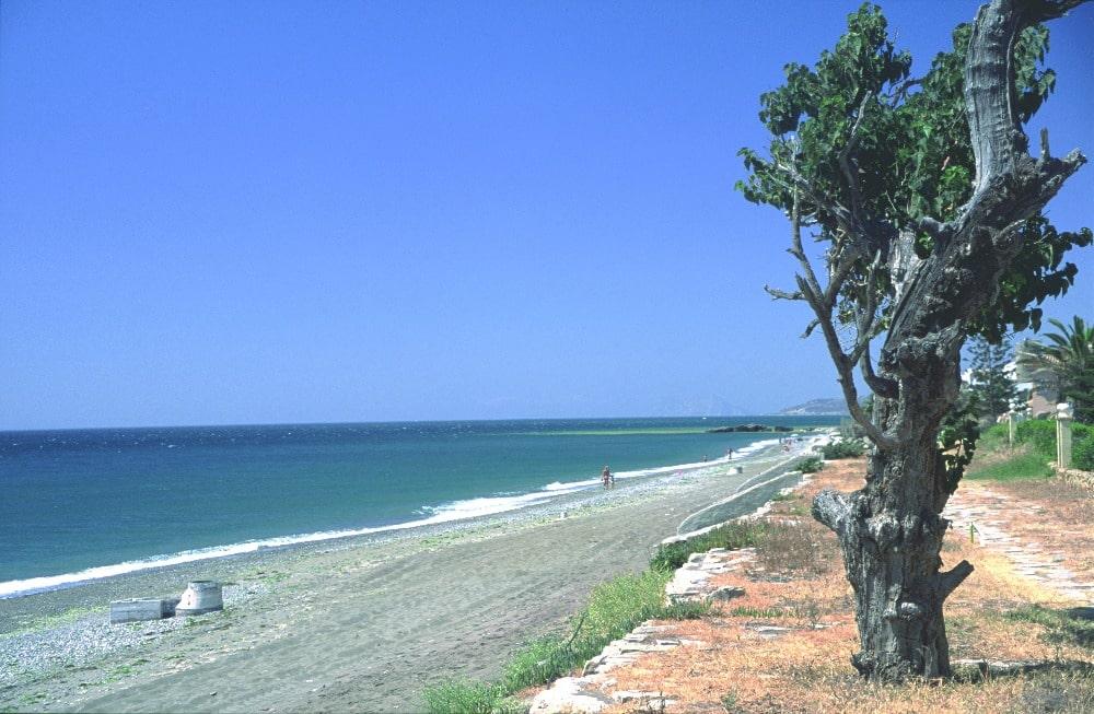 Playa nudista de Arroyo Vaquero en Estepona (Málaga)
