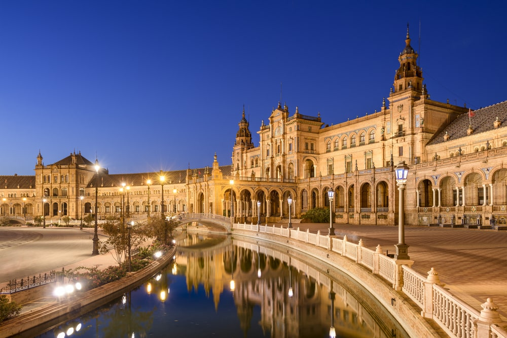 Visit Seville in autumn - Plaza de España