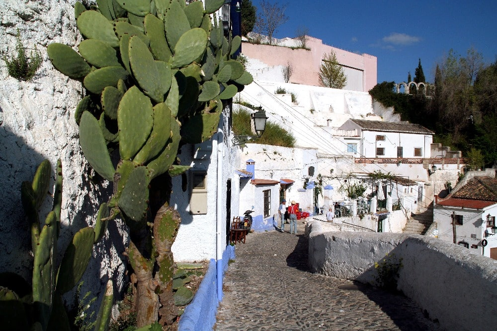 Visitar Granada en abril - barrio de Sacromonte