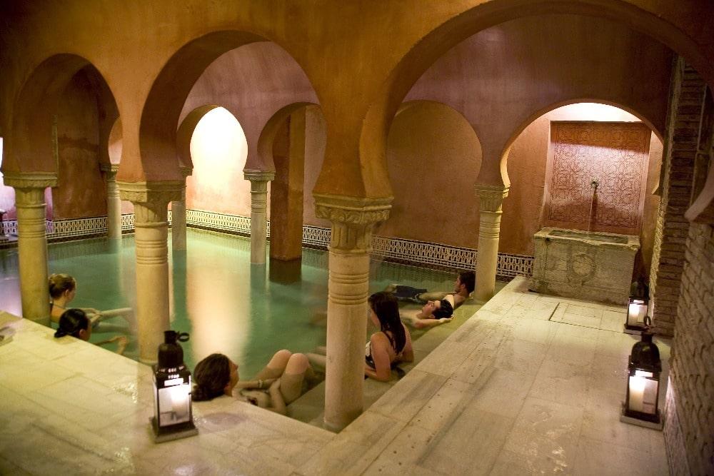 Visitar Granada en julio - Baños árabes