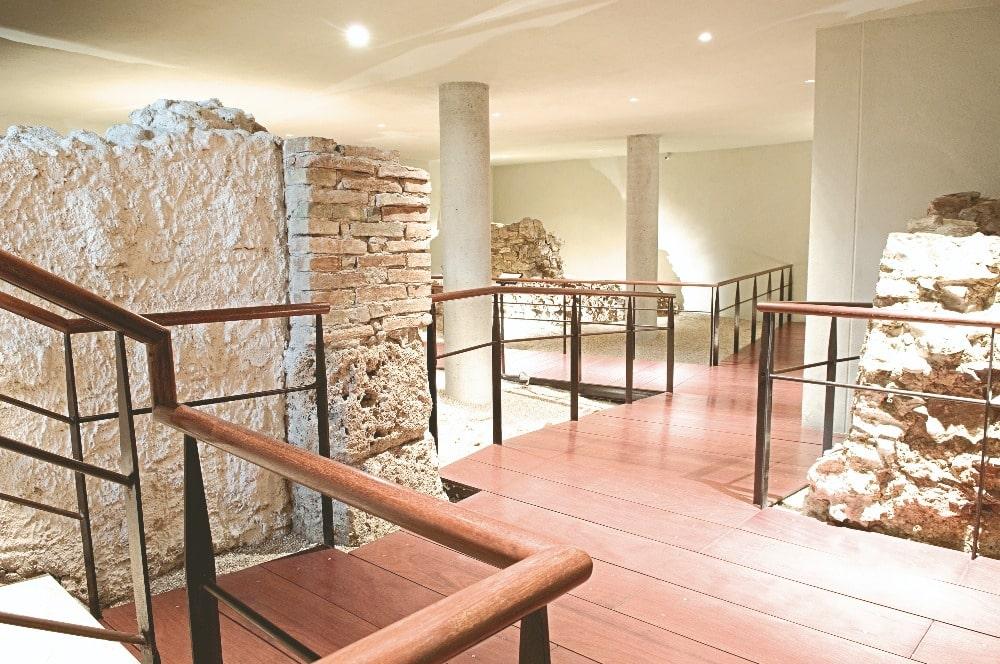 Archeologische overblijfselen in het Picasso Museum in Malaga