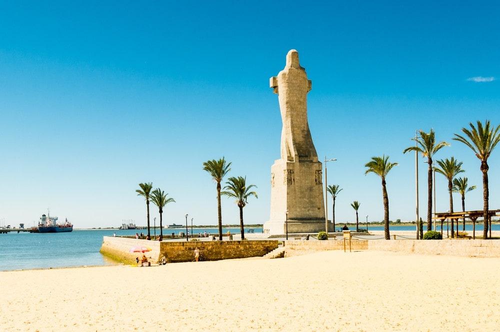 Monument voor Columbus op zoek naar het westen