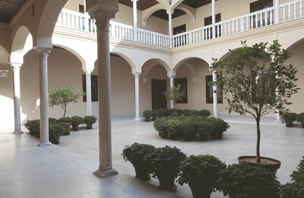Patio van het Palacio Buenavista - Picasso Museum in Malaga