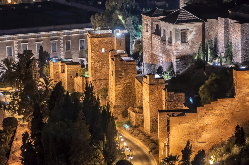 Der März in Malaga - Alcazaba bei Nacht