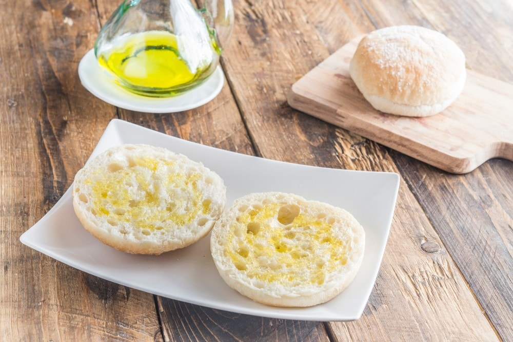 Mollete de Antequera with olive oil