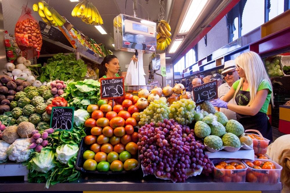Intérieur du marché Atarazanas dans la ville de Malaga